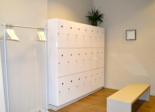 barre- bar method - locker room